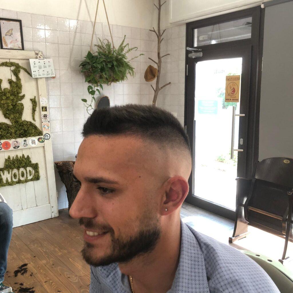 capelli rasati uomo
